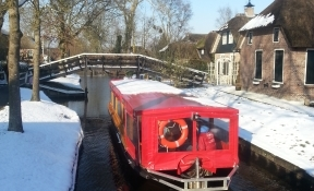 canalcruis in  winter